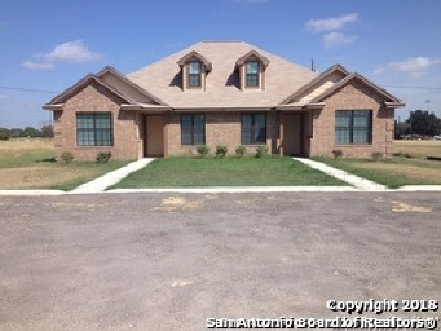 Karnes County Multi Family Home For Sale: 104 Nottingham Ln