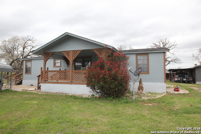 La Vernia Single Family Home New: 146 Ranch Country Dr
