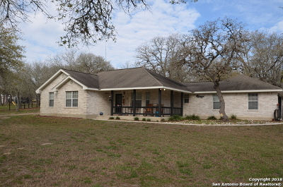 La Vernia TX Single Family Home New: $289,900