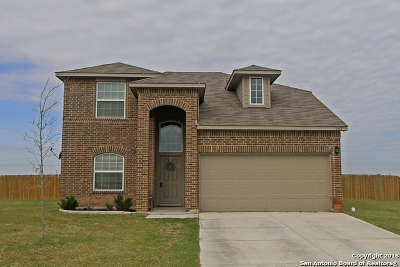 Seguin Single Family Home New: 1401 Doncaster Dr
