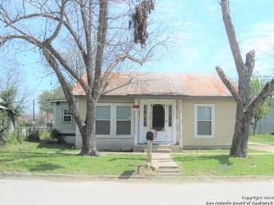 Seguin Single Family Home New: 1315 San Marcos St