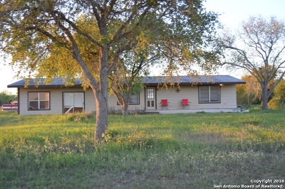 Floresville TX Single Family Home New: $90,000