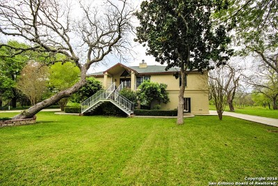 Guadalupe County Single Family Home For Sale: 18 E Hampton Dr