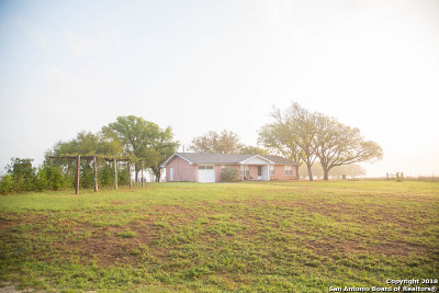 Karnes County Single Family Home For Sale: 902 County Road 150
