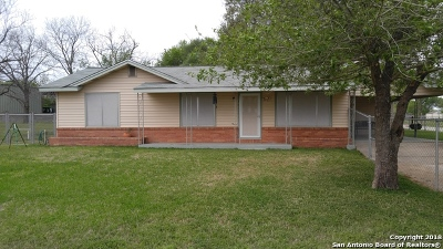 Floresville Single Family Home For Sale: 701 10th St