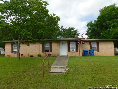 Atascosa County Single Family Home For Sale: 413 Water St