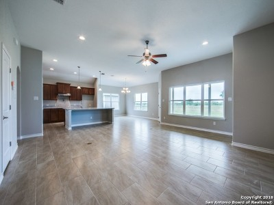 Floresville TX Single Family Home For Sale: $276,300