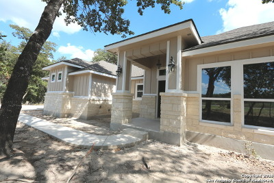La Vernia Single Family Home New: 231 Cibolo Ridge Dr