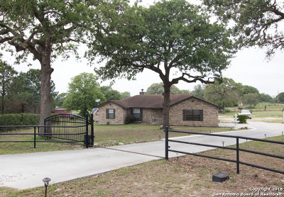 La Vernia Single Family Home New: 1101 Country View Dr