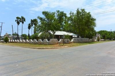 Frio County Single Family Home For Sale: 401 E Hugo St