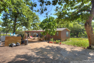 Guadalupe County Manufactured Home For Sale: 106 Leaning Oaks Circle
