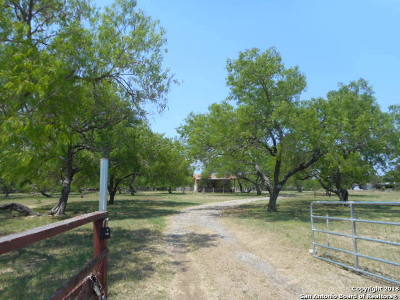 Atascosa County Single Family Home New: 8503 Coughran Rd