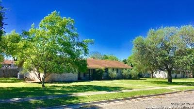 Uvalde Single Family Home For Sale: 717 S Ashby Dr