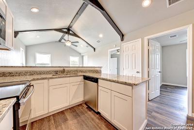 Canyon Lake Single Family Home For Sale: 1187 Blueridge Dr