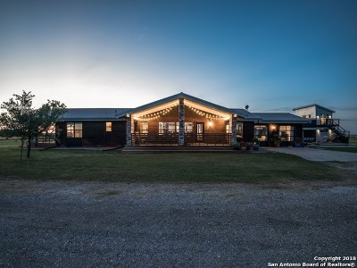 Floresville TX Single Family Home For Sale: $695,000
