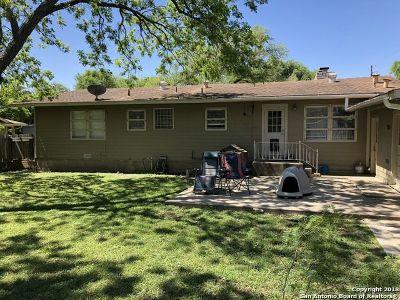 Single Family Home For Sale: 103 Robinhood Pl