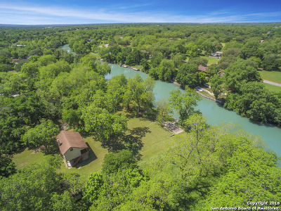 Seguin Single Family Home For Sale: 276 Deerslayer Dr