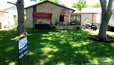 Guadalupe County Single Family Home For Sale: 208 Judith Ann Dr