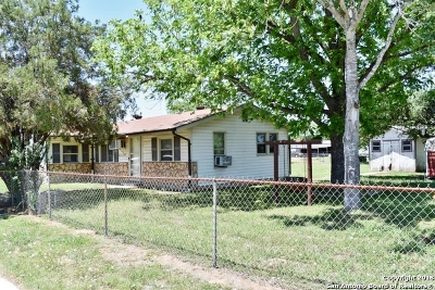 Floresville TX Single Family Home For Sale: $134,999