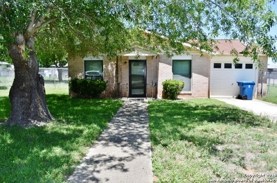 Floresville TX Single Family Home For Sale: $129,999