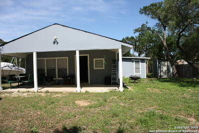 Lakehills TX Single Family Home For Sale: $160,000