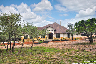 Boerne Single Family Home For Sale: 108 Oak Valley Dr