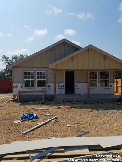 Canyon Lake Single Family Home For Sale: 2306 Robinhood