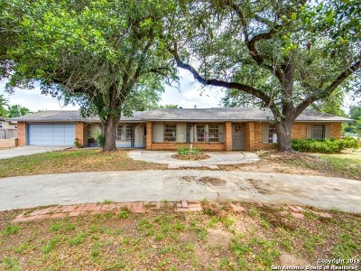 Atascosa County Single Family Home For Sale: 328 School Dr