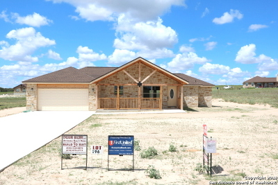 La Vernia Single Family Home Active Option: 177 Turnberry