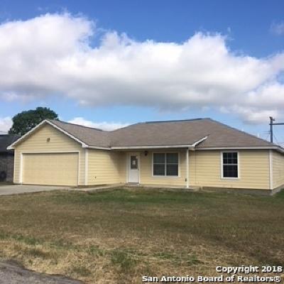 Karnes County Single Family Home New: 102 Robinhood Dr