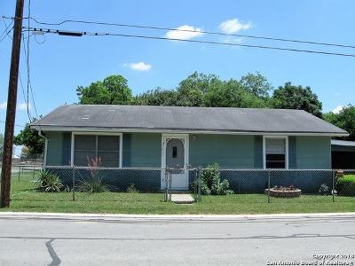 Seguin Single Family Home New: 1431 6th St