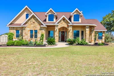 Floresville Single Family Home New: 209 Abrego Lake Dr