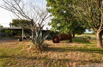 Seguin Single Family Home New: 1932 Jakes Colony Rd