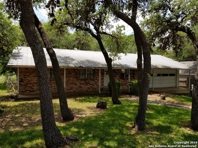 Canyon Lake Single Family Home For Sale: 751 Valley Oaks Dr