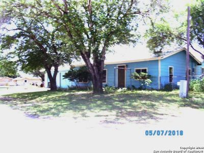 Atascosa County Single Family Home For Sale: 205 W 9th St