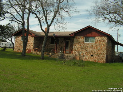 Comal County Single Family Home For Sale: 153 Lone Oak Rd