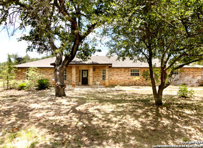 Floresville Single Family Home For Sale: 115 Harvest Ln