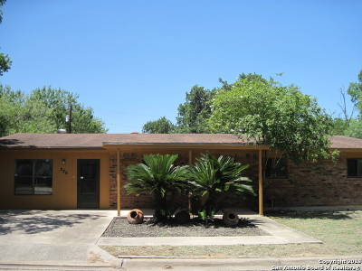 Atascosa County Single Family Home For Sale: 226 North St