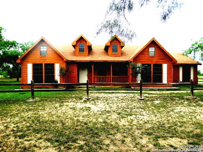 Atascosa County Single Family Home For Sale: 200 Meadowview Dr