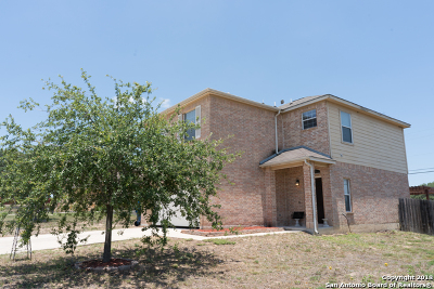 Atascosa County Single Family Home For Sale: 1918 Lost Trail