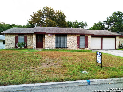 Live Oak Single Family Home For Sale: 7526 Standing Oaks St