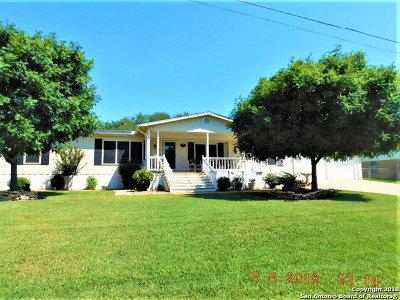 Floresville TX Single Family Home For Sale: $235,000