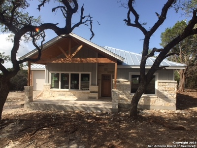 Canyon Lake Single Family Home For Sale: 1254 Canyon Shores