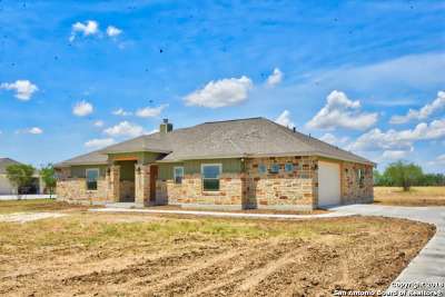 Floresville Single Family Home For Sale: 184 Gentle Breeze