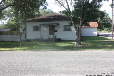 Karnes County Single Family Home For Sale: 628 E Mayfield St