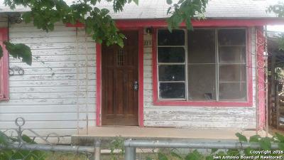 Frio County Single Family Home For Sale: 513 Llamos St