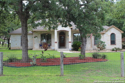 La Vernia Single Family Home New: 331 Rose Meadow Dr