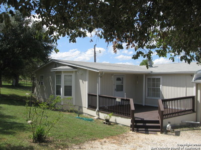 Castroville Manufactured Home For Sale: 113 Cr 5605