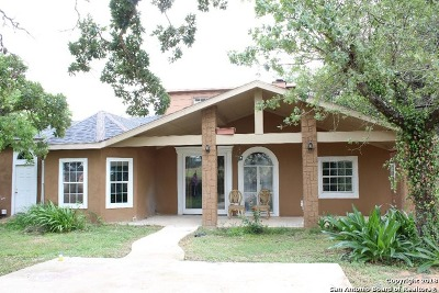 Atascosa County Single Family Home For Sale: 725 Nottingham Dr