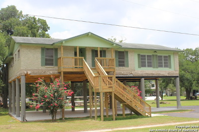 Seguin Single Family Home For Sale: 108 Lake Forrest Dr